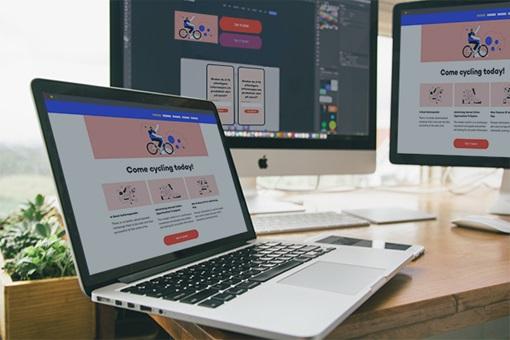 Tre forskjellige typer dataskjermer viser den samme nettsiden.