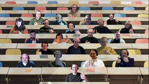 Fellesbilde av ansatte i ItumX som holder tommelen opp. Bildet er tatt i Teams. Fotografi/Illustrasjon